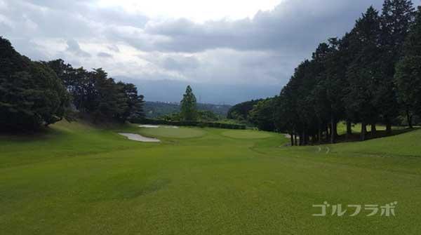 沼津ゴルフクラブの愛鷹1ホールの2打目