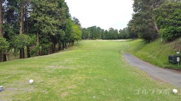 沼津ゴルフクラブの愛鷹2ホールのティーグラウンド