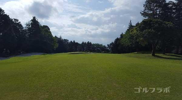 沼津ゴルフクラブの愛鷹7ホールの2打目