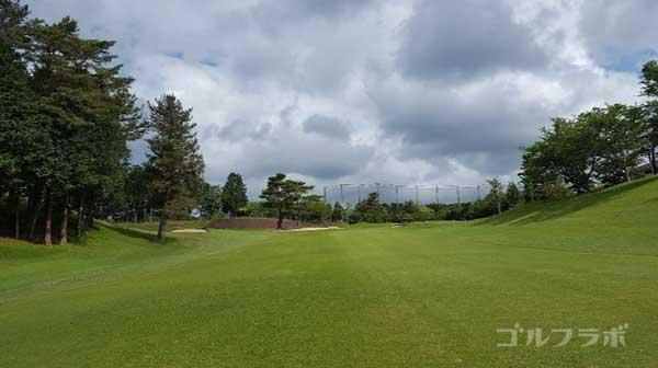 沼津ゴルフクラブの愛鷹9ホールの2打目