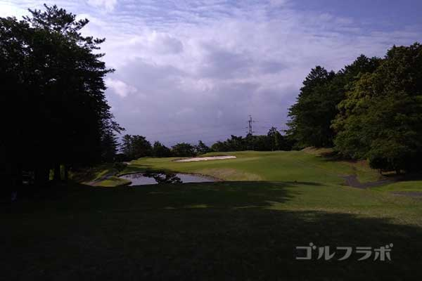 沼津ゴルフクラブの伊豆3ホールのティーグラウンド