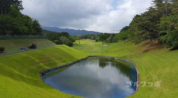 沼津ゴルフクラブの駿河4ホールのティーグラウンド