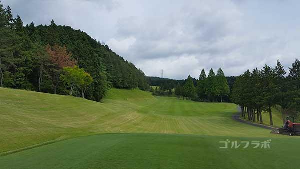 レンブラントゴルフ倶楽部御殿場の駿河コース1番ホールのティーグラウンド