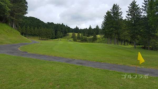 レンブラントゴルフ倶楽部御殿場の駿河コース1番ホールの2打目