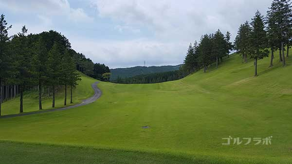 レンブラントゴルフ倶楽部御殿場の駿河コース2番ホールのティーグラウンド