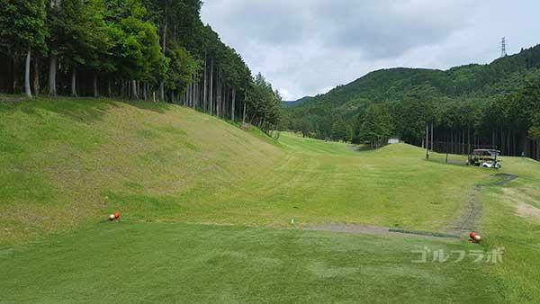 レンブラントゴルフ倶楽部御殿場の駿河コース3番ホールのティーグラウンド