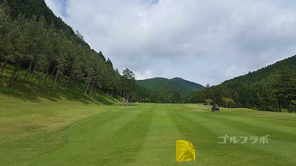 レンブラントゴルフ倶楽部御殿場の駿河コース3番ホールの2打目