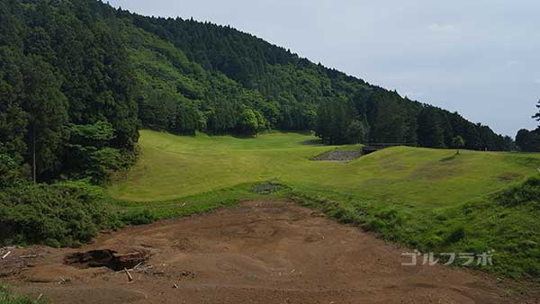 レンブラントゴルフ倶楽部御殿場の駿河コース4番ホールのティーグラウンド