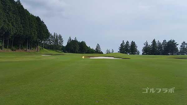 レンブラントゴルフ倶楽部御殿場の駿河コース6番ホールの2打目
