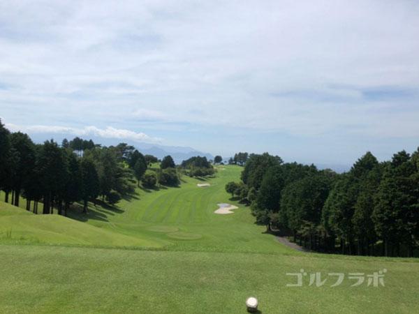 凾南ゴルフ倶楽部の1番ホールのティーグラウンド