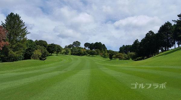 凾南ゴルフ倶楽部の18番ホールの2打目