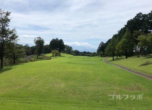 凾南ゴルフ倶楽部の2番ホールのティーグラウンド