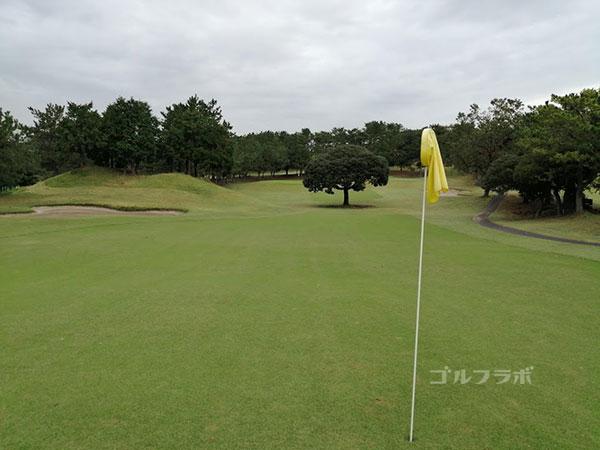 鎌倉パブリックゴルフ場の10番ホールの2打目