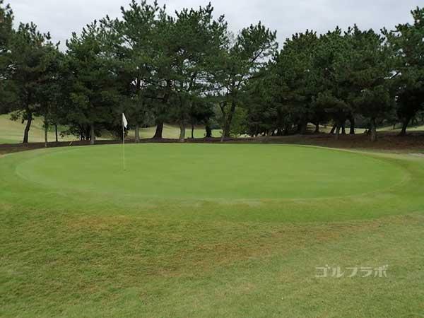 鎌倉パブリックゴルフ場の10番ホールのグリーン