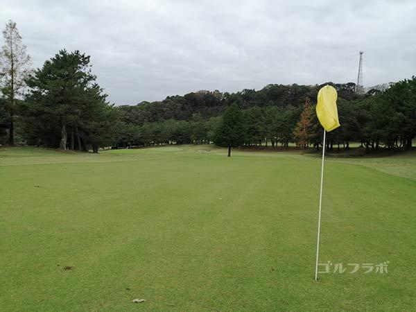 鎌倉パブリックゴルフ場の11番ホールの2打目