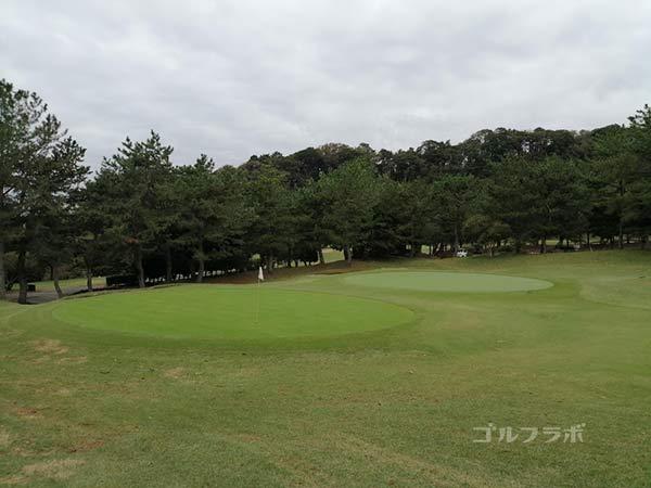 鎌倉パブリックゴルフ場の11番ホールのグリーン