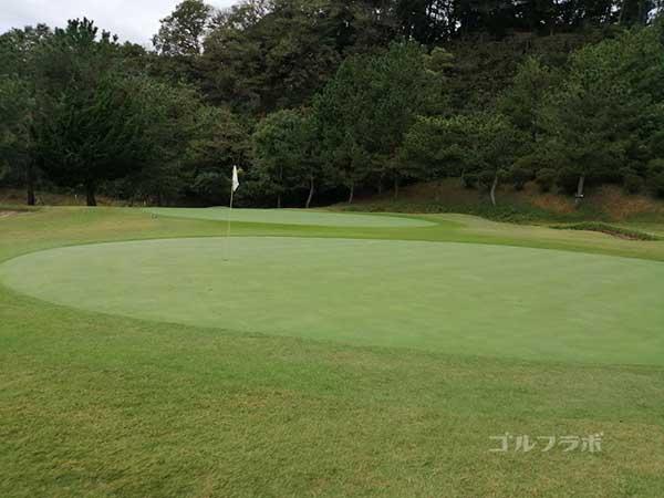 鎌倉パブリックゴルフ場の12番ホールのグリーン