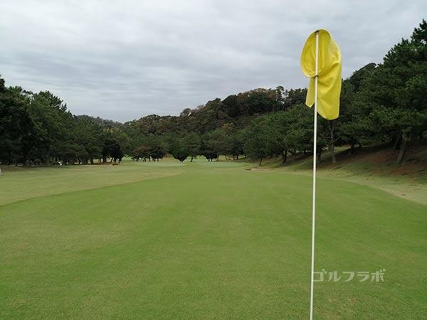 鎌倉パブリックゴルフ場の14番ホールの2打目