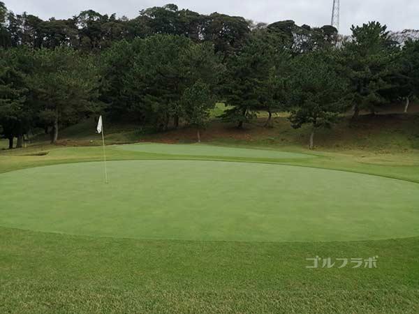 鎌倉パブリックゴルフ場の14番ホールのグリーン