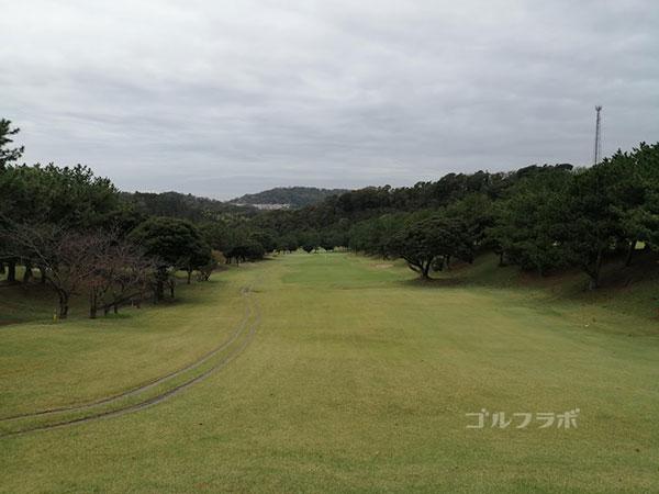 鎌倉パブリックゴルフ場の14番ホールのレディースティ