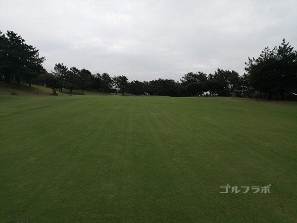 鎌倉パブリックゴルフ場の15番ホールの2打目