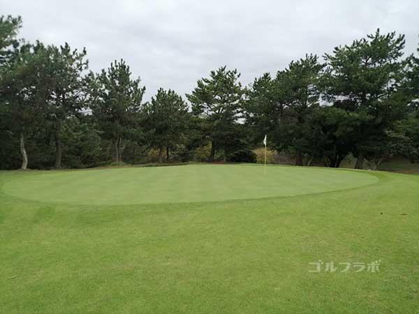 鎌倉パブリックゴルフ場の16番ホールのグリーン