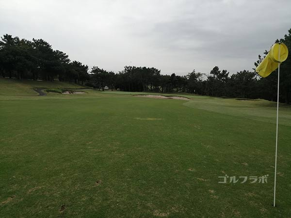 鎌倉パブリックゴルフ場の17番ホールの2打目