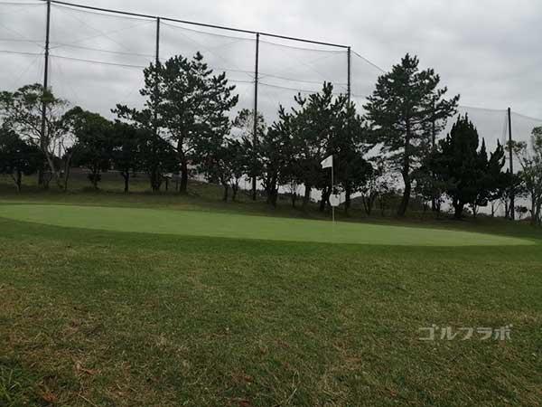 鎌倉パブリックゴルフ場の18番ホールのグリーン