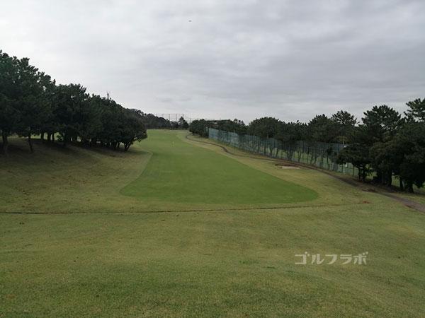 鎌倉パブリックゴルフ場の18番ホールのレディースティ