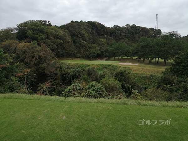 鎌倉パブリックゴルフ場の4番ホールのレディースティ