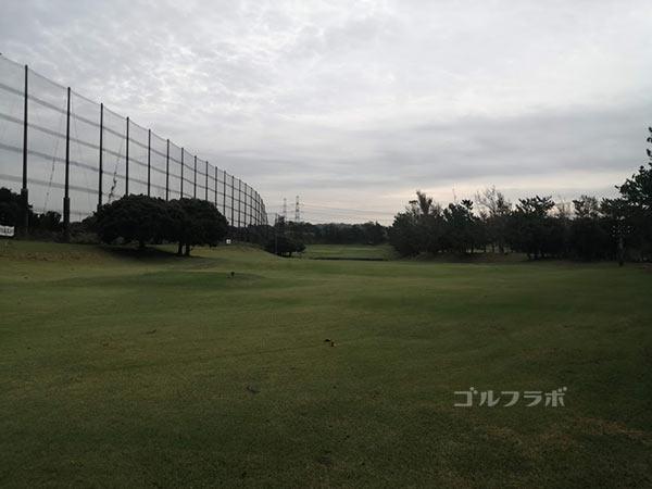 鎌倉パブリックゴルフ場の6番ホールのティーショット