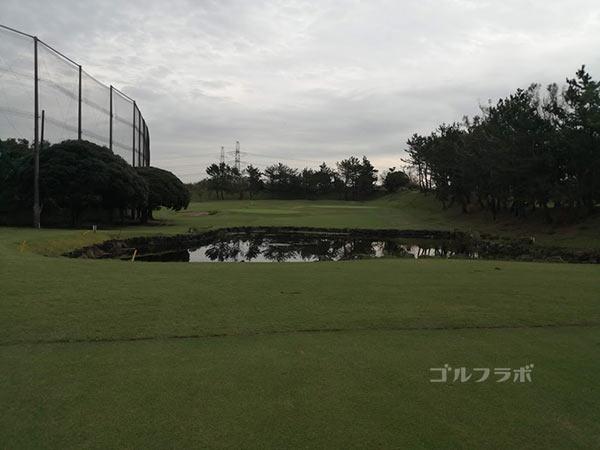 鎌倉パブリックゴルフ場の6番ホールの2打目