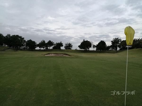 鎌倉パブリックゴルフ場の7番ホールの2打目