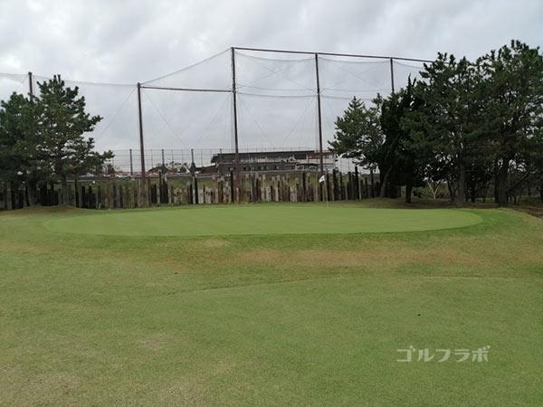 鎌倉パブリックゴルフ場の9番ホールのグリーン