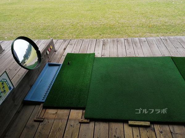 桜ゴルフセンタのレフティ用の打席