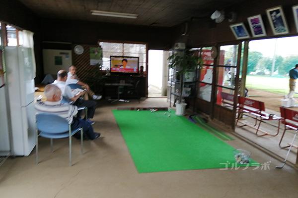 天川ゴルフ練習場のクラブハウス