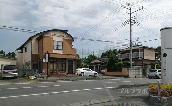 石岡ゴルフセンターの前の店