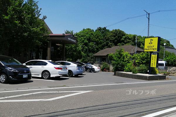 ゴルフパートナー桜土浦インター練習場の駐車場