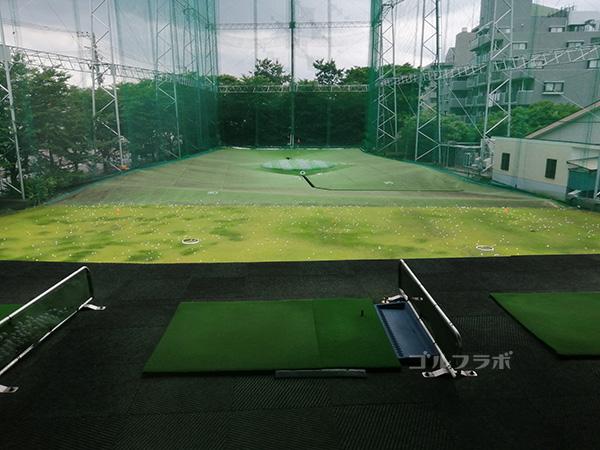 原木中山ゴルフセンターの2階からの眺め