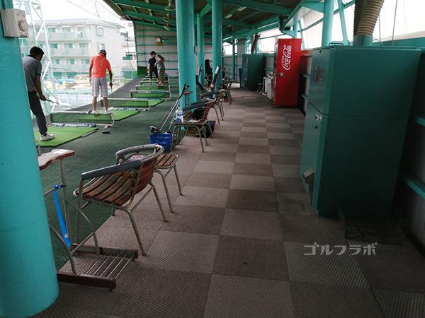 原木中山ゴルフセンターの打席裏
