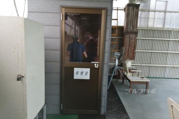 中山ゴルフセンターの喫煙室