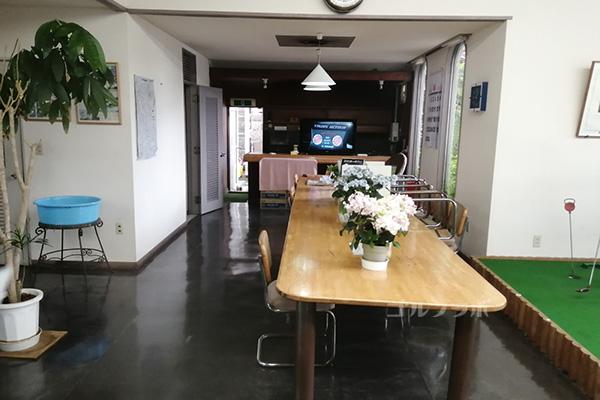 中山ゴルフセンターの休憩室