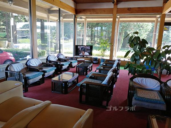 牛久ジャンボゴルフ練習場の休憩スペース