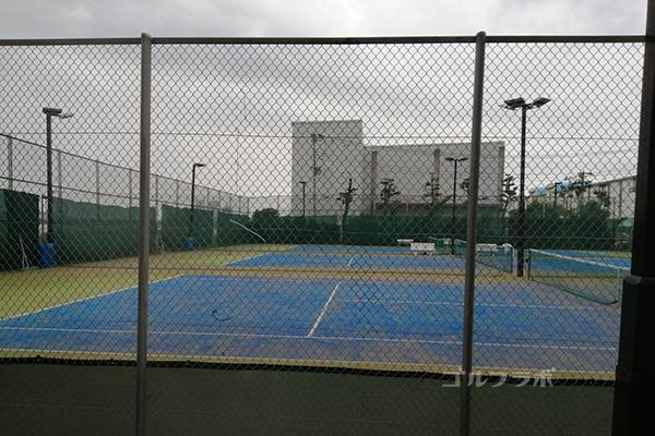 エーススポーツプラザ市川のテニス場