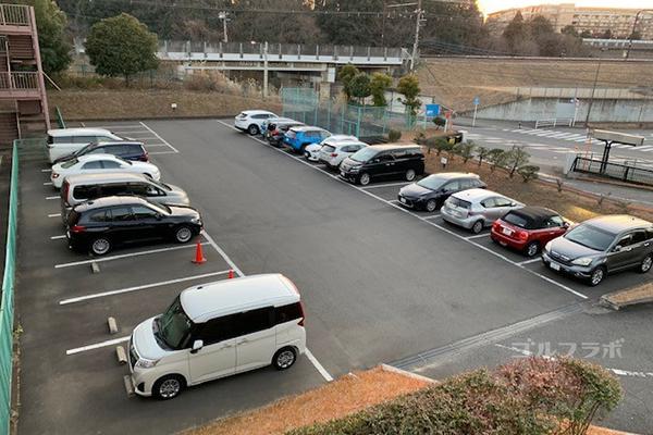 京王若葉台ゴルフ練習場の駐車場