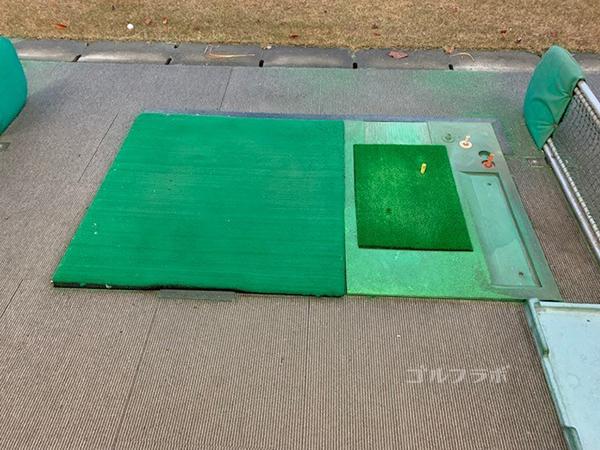 南野ゴルフの打席マット