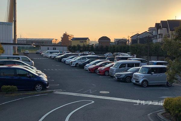東宝調布スポーツパークの駐車場