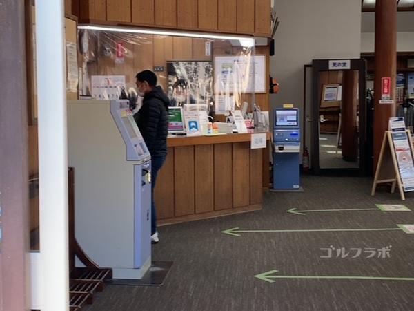桜ケ丘ゴルフ練習場のフロント