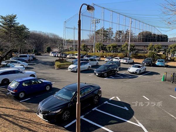 桜ケ丘ゴルフ練習場駐車場