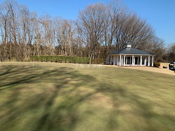 ピートダイゴルフクラブVIPコースの練習グリーンIN